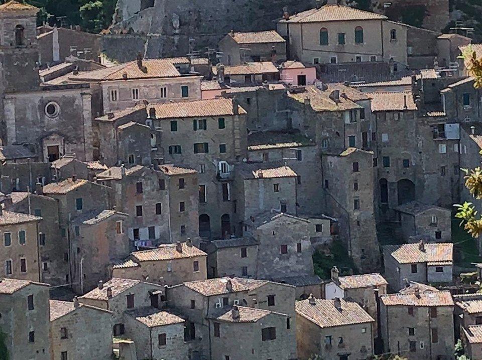 Sorano-Etrusken-wandelen-volg-de-rode-schoentjes