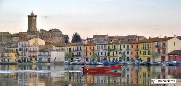 Marta een karakteristiek vissersdorpje aan het lago di Bolsena