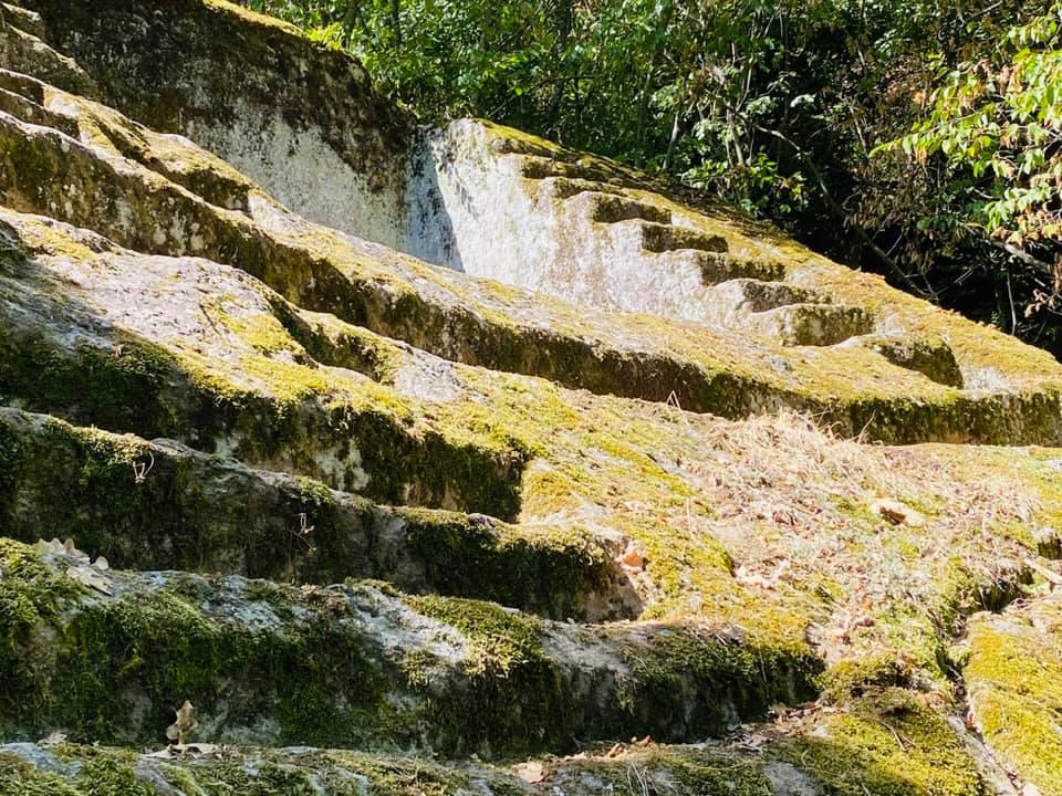 Volg-de-rode-schoentjes-Le-pyramida-Etrusca-